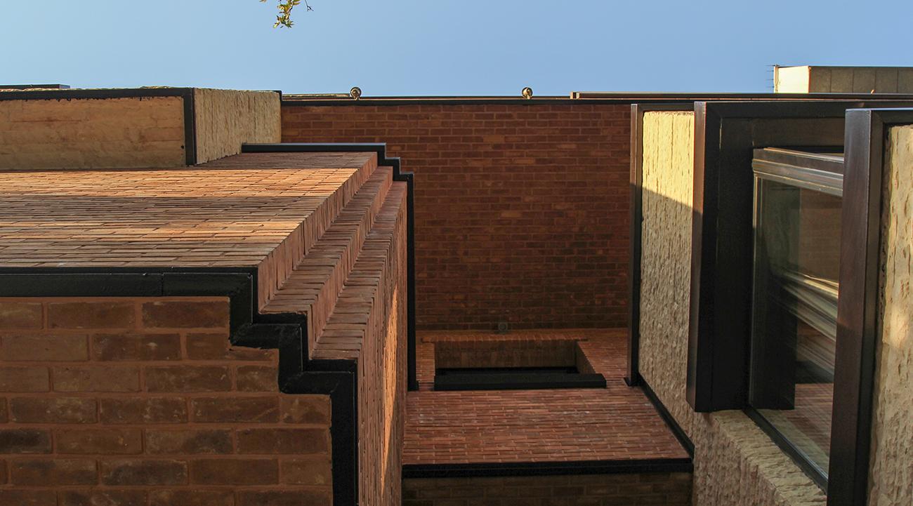 پروژه-معماری-خانه-اطلسی-برنده-جایزه-معمار-نما-ترکیب-آجر-و -سنگ