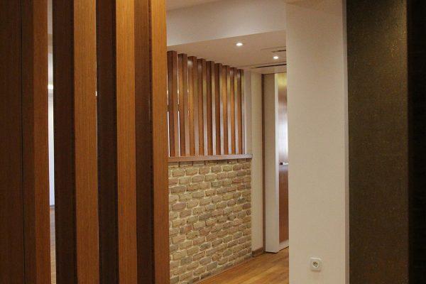 بازسازی-طراحی-داخلی-با-آجر-و-چوب
